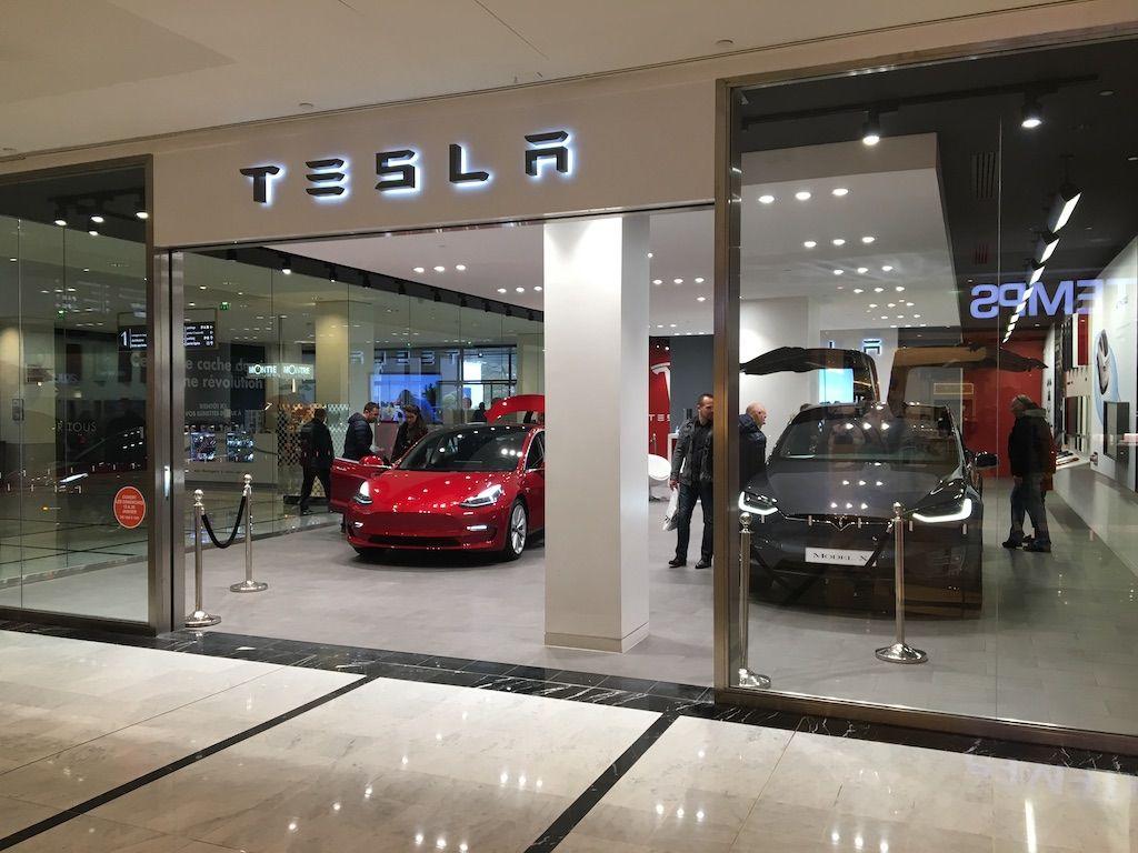 Tesla Store Parly 2 78 France