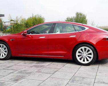 1-an-en-Tesla-model-S