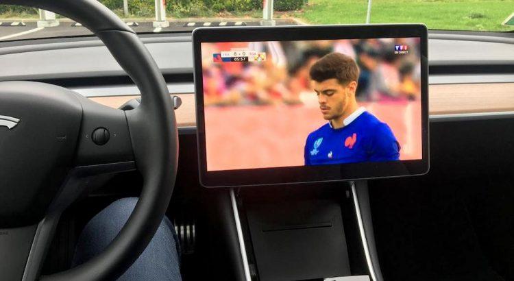 TV en direct en Tesla Model 3