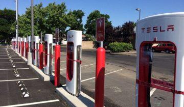 Tesla-Supercharger-Fermés-