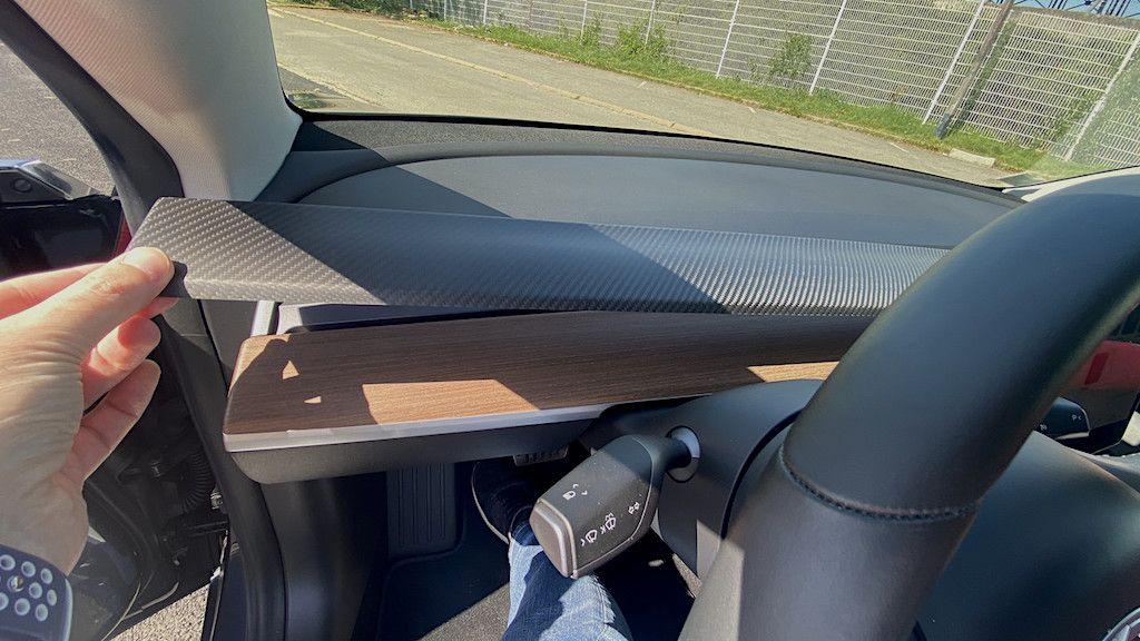 Tesla-Model-3-Tableau-de-bord-Carbon-mat
