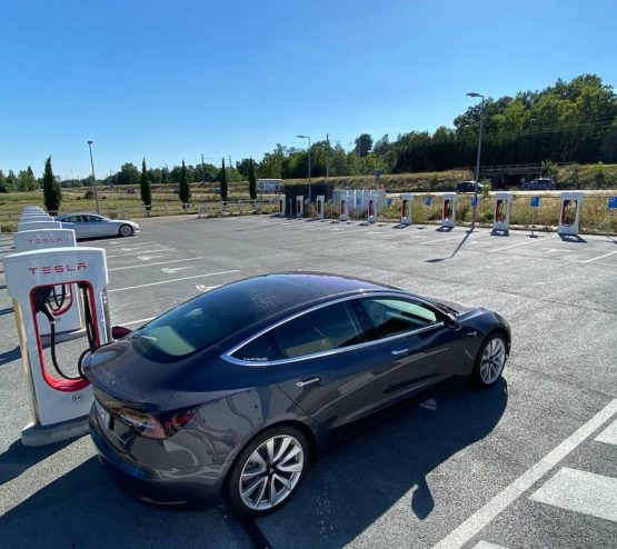 Voyage en Tesla Model 3 Long Range-Macon Supercharger