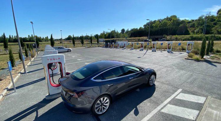 Voyage en Tesla Model 3 Long Range-Macon Supercharger